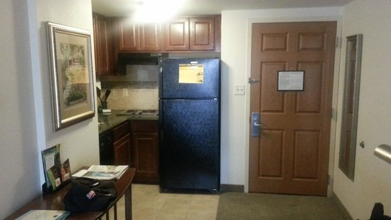 Staybridge Suites Indianapolis - City Centre: Kitchen area