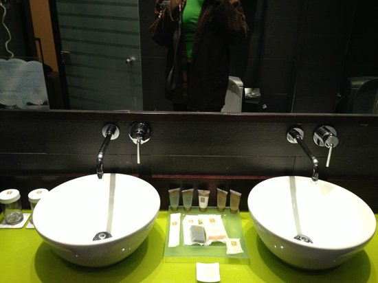 Vincci Centrum: Bathroom Sink