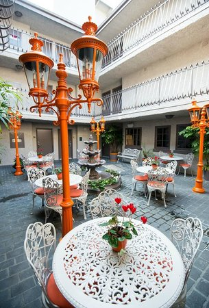 Inn at Venice Beach:                   Courtyard