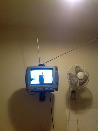 Challis Lodge:                   syber tv just about got a good picture, fan had dust so did not want to turn o