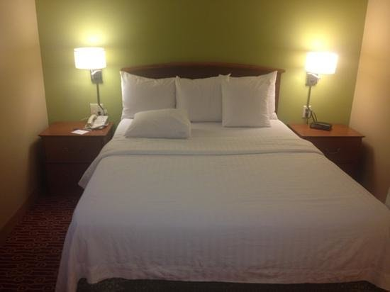 TownePlace Suites Dallas Plano: bed