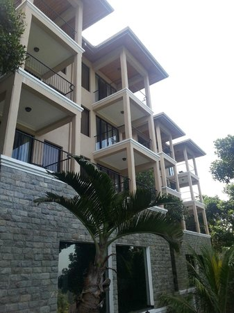 Randholee Luxury Resort:                   View of the rooms from outside the breakfast area.