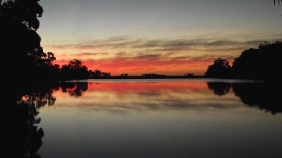 Burekup, Australien:                   Sunset over the lake - beautiful