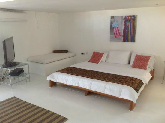 Paisasky:                   rooms are spacious and comfortable, with great views