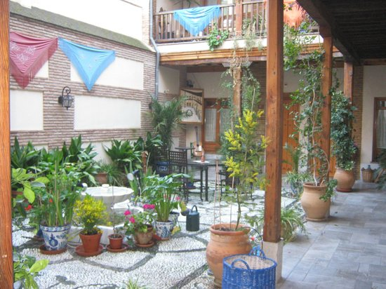 Abadia Hotel Granada :                   The courtyard