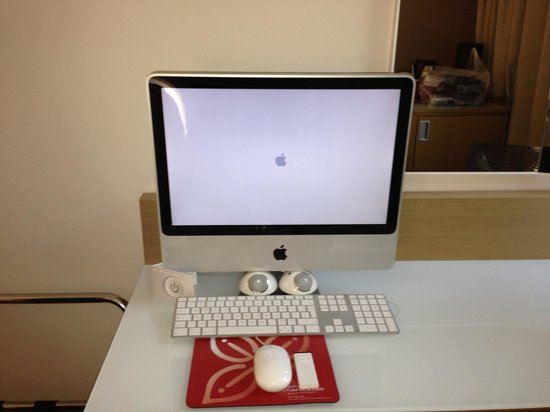 Hilton Garden Inn Bristol City Centre:                   The Apple Mac Computer/TV
