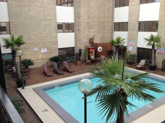 Riverwalk Plaza Hotel & Suites:                   Pool