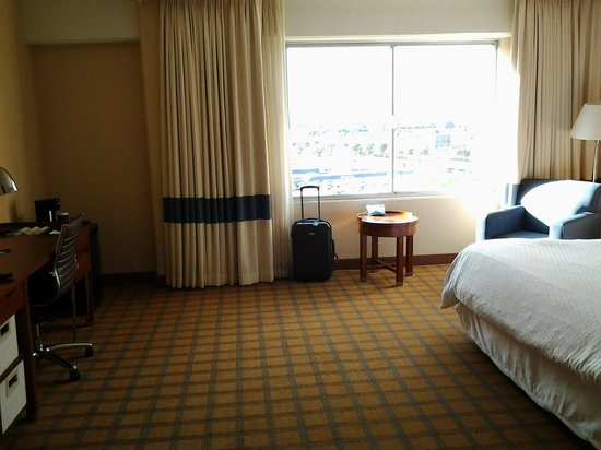 Four Points by Sheraton Los Angeles International Airport:                   02 Room 735 LAX 4 Pts