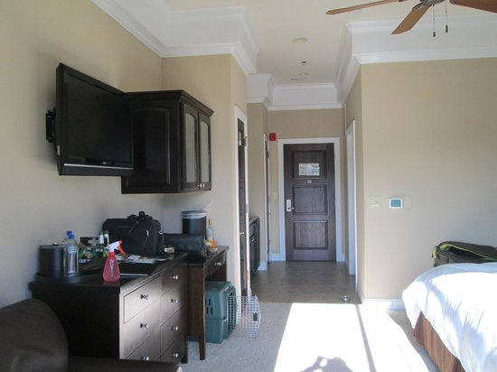 Camden on the Lake Resort, Spa, & Yacht Club:                   desk area; hallway with kichenette on left & bathroom on right