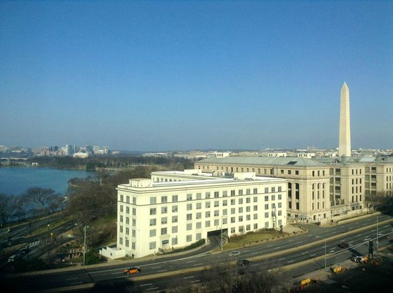 Mandarin Oriental, Washington D.C.:                   Washington Monument view from 9th floor room