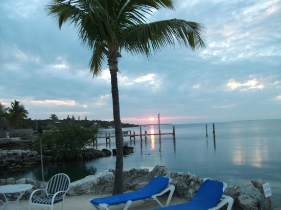 Lookout Lodge Resort: Sundown on the bay,