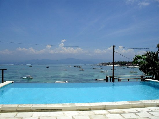 Lembongan Reef Bungalow:                   View from the pool.
