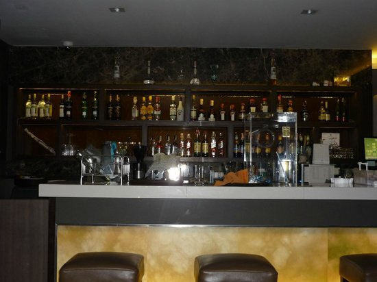 The Dawin Bangkok Hotel:                   Lobby Bar
