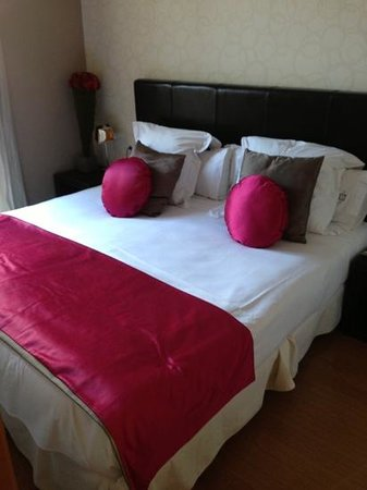 Grandom Suites:                   main bedroom
