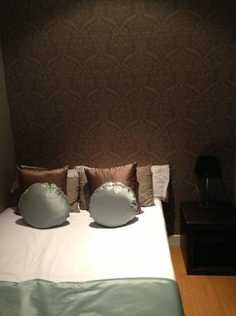 Grandom Suites:                   smaller room