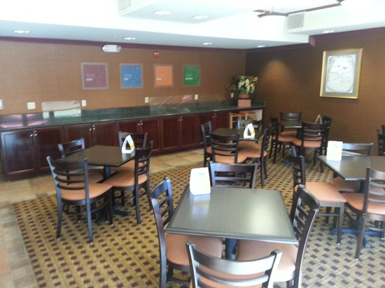 Comfort Suites: Breakfast Room