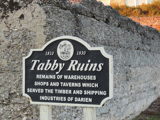 Darien Waterfront Inn:                   Ruins right near the Inn