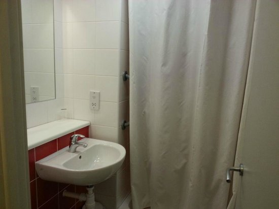 Travelodge London Tower Bridge: Bathroom (Shower only)