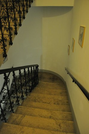 Opera Suites :                   stairway to the hotel