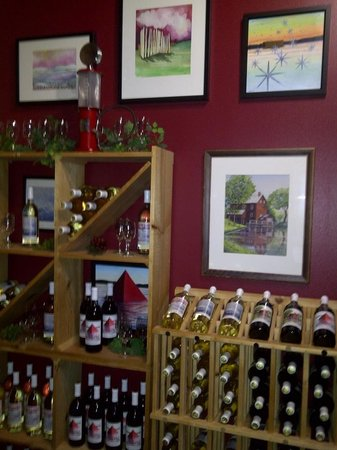 Lake Mills, WI: Wall of Lewis Station Wine