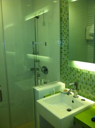 Circa 39 Hotel:                   bathroom