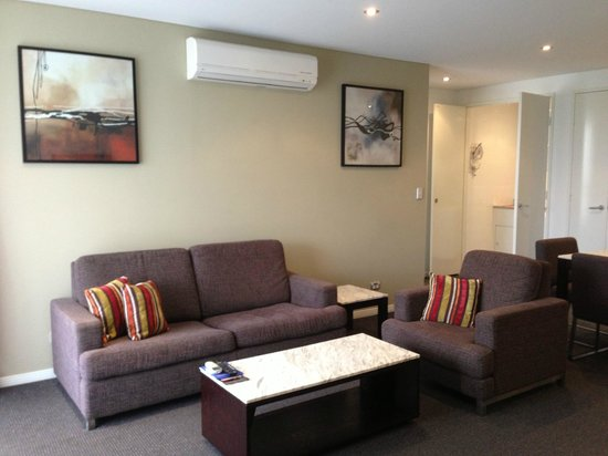 Meriton Serviced Apartments - Broadbeach:                   1 bed room apt
