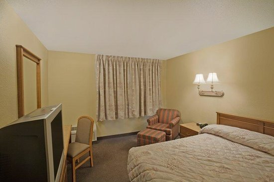 Americas Best Value Inn: Queen Suite