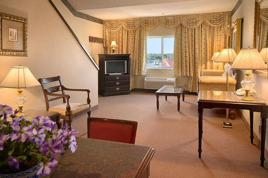 Radisson Hotel &amp; Conference Center Rockford: Suite