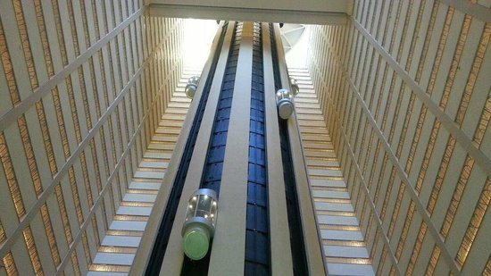 The San Diego Marriott Marquis & Marina is the foremost destination for visitors to the San Diego Bay. Clad in polished metal and glass, the hotel's façade reflects the beauty of the ocean by day.