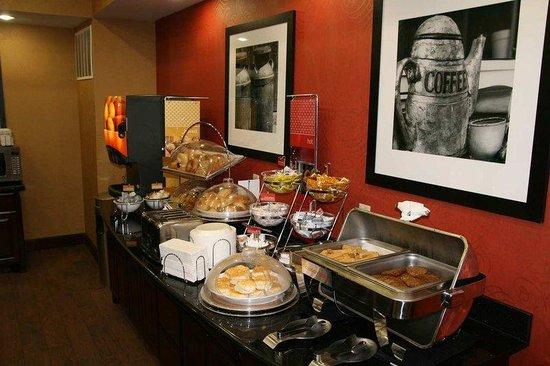 Hampton Inn & Suites Buda: Breakfast Area