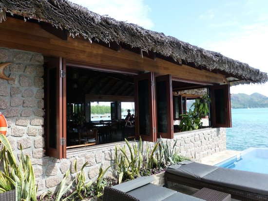 Colibri Guest House:                   blick aufs restaurant vom pool