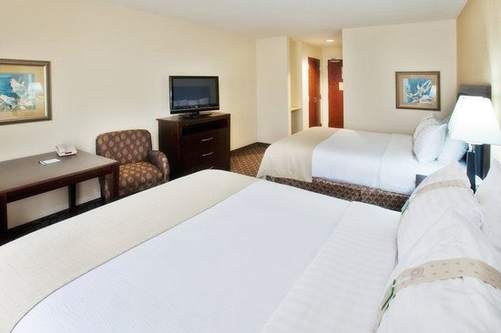 Holiday Inn Quincy East: Double Bed Guest Room