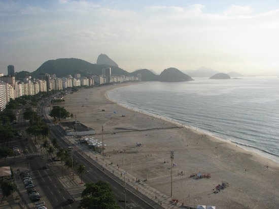 Rio Othon Palace Hotel:                                     Copacabana Beach - view from the room.