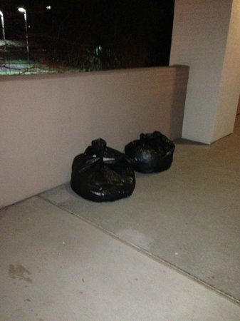 Scottsdale Resort & Athletic Club:                   trash left in hallway up to 14 hours