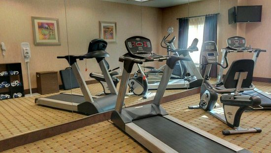 Holiday Inn Express Baton Rouge North: 2 treadmills, an elliptical machine and a stationary bike