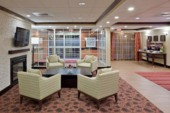 Hampton Inn Sturbridge: Lobby