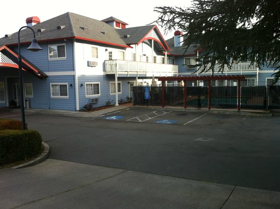 Geyserville Inn:                   The hotel