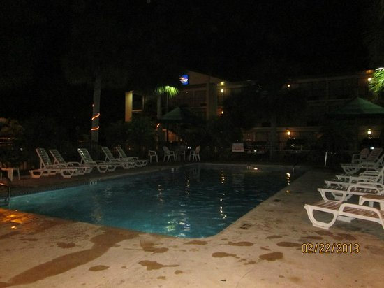 Baymont Inn & Suites Kissimmee :                   POOL OPEN UNTIL 9 PM