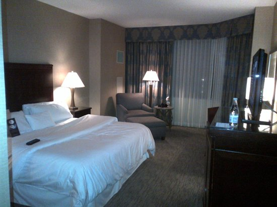 Omni Richmond: room