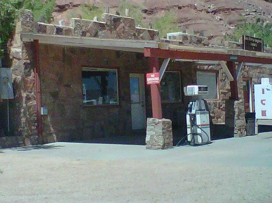The Cliff Dwellers Restaurant: Cliff Dwellers Lodge and Restaurant, Arizona