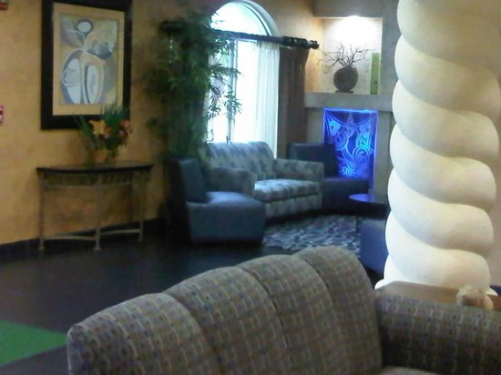 Holiday Inn Ft. Lauderdale Airport:                   hotel Lobby pic