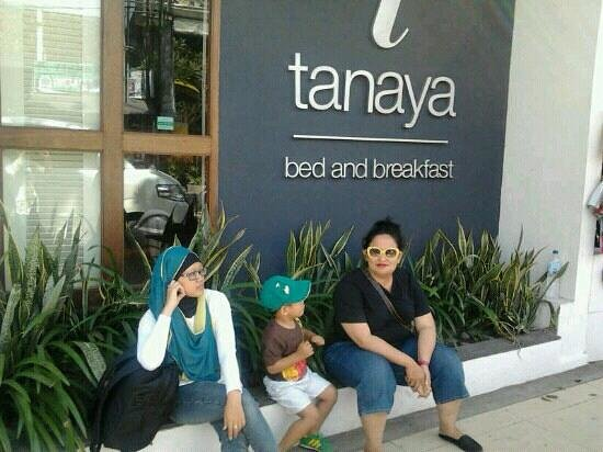 Tanaya Bed & Breakfast:                   front of tanaya