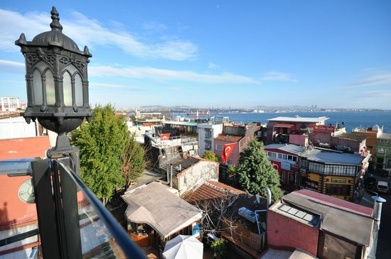 Istanbul Hostel: View from balcony/lounge at the top