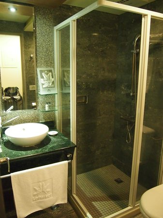 Le Parker Hotel: Bathroom