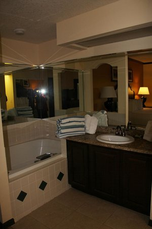 Grande Villas at World Golf Village:                   Tub in Bedroom