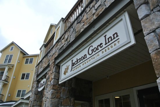 Jackson Gore Inn:                   Entrance to inn