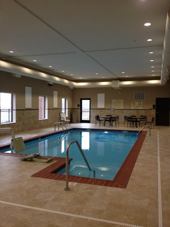 Hampton Inn & Suites: Clean warm pool