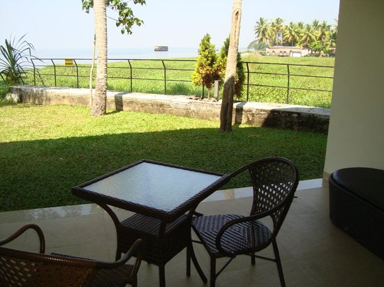 Edassery Kayal Resort:                                     Garden view