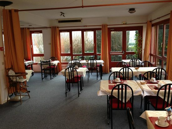 Viviers-du-Lac, Frankrike:                                     Breakfast canteen is good