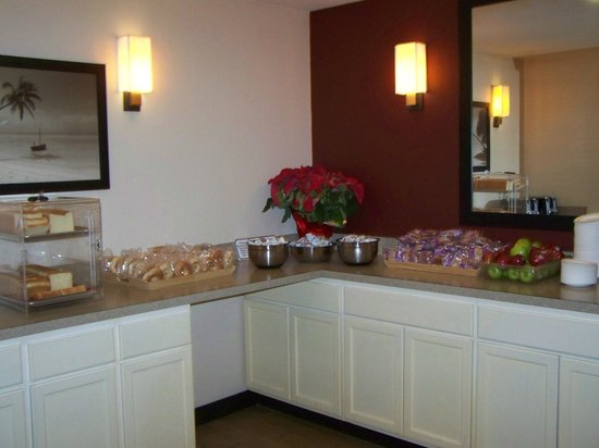 Red Roof Inn Miami Airport: buffet petit djeuner